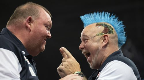 Peter Wright und John Henderson freuen sich riesig