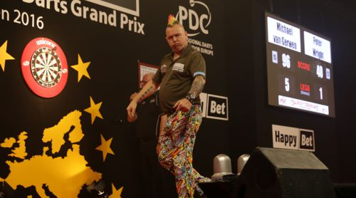 Peter Wright im Finale des European Darts Grand Prix 2016