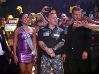 Peter Wright beim European Darts Grand Prix 2016
