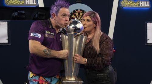 Weltmeister Peter Wright mit seiner Ehefrau und Managerin