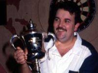Phil Taylor besiegt 1992 Mike Gregory im Finale der Weltmeisterschaft