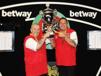 Phil Taylor und Adrian Lewis gewinnen den World Cup of Darts 2016