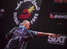 Phil Taylor mit der perfekten Wurftechnik im Dartsport