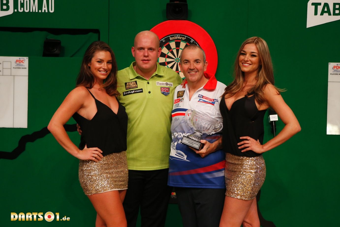 how to hold darts phil taylor