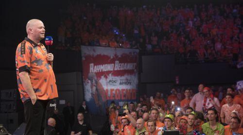 Raymond van Barneveld verabschiedet sich von den Fans