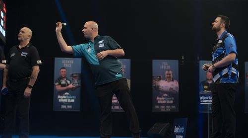 Rob Cross schaltet Luke Humphries aus