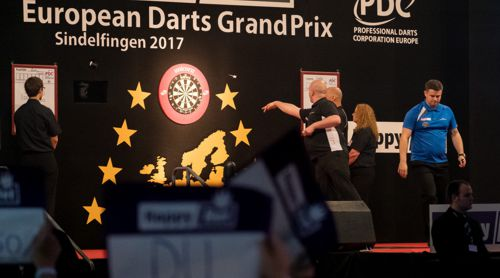 Rob Cross und Luke Woodhouse beim European Darts Grand Prix in Sindelfingen 2017
