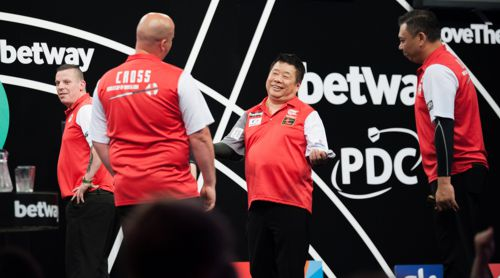 Rob Cross und Darts-Legende Paul Lim