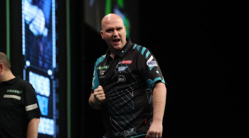Weltmeister Rob Cross bei der Premier League Darts in Berlin