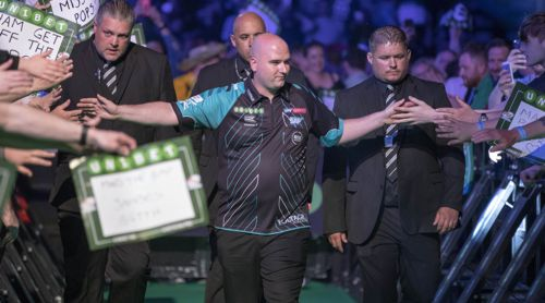 Darts-Weltmeister Rob Cross beim Walk on
