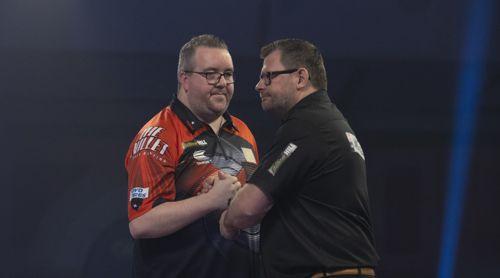 James Wade dreht sich von Stephen Bunting weg