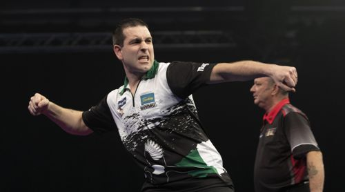 William O'Connor gewinnt knapp gegen Darren Webster