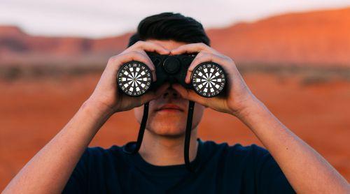 Dartspieler im Fokus