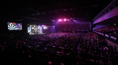 Am vierten Spieltag machte die Premier League Darts Station in Brighton