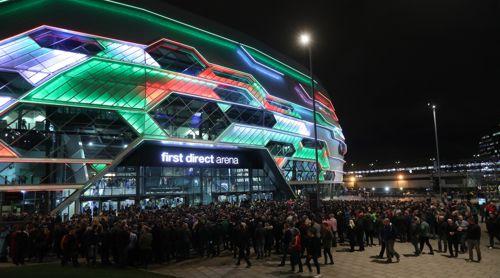 Die Premier League Darts fand in Leeds vor 10.000 Zuschauern statt